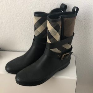 Size 39 Burberry boots